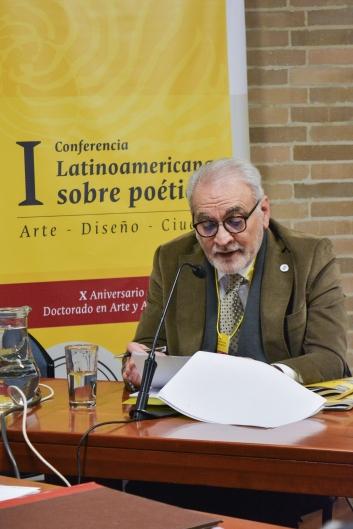 Dr. Aurelio Horta en la apertura de la conferencia.